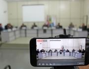 Sessão tem entrega de homenagens e discussão de projeto que regulamenta propaganda com som de rua