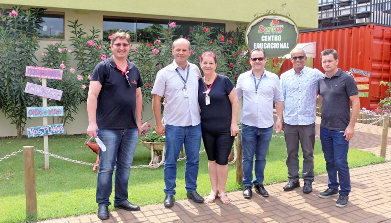 A convite de vereador, assessores de deputado visitam estrutura do Semear