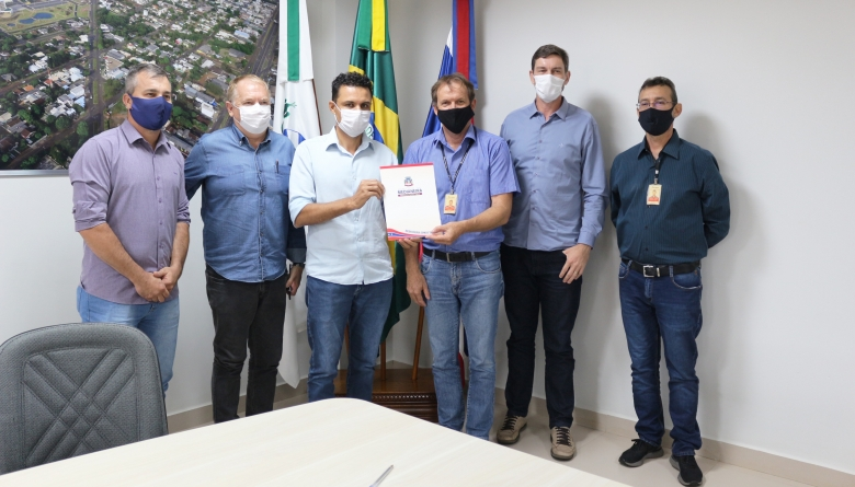 Câmara prestigia assinatura de convênio de mais de R$ 2 milhões entre Prefeitura e Itaipu