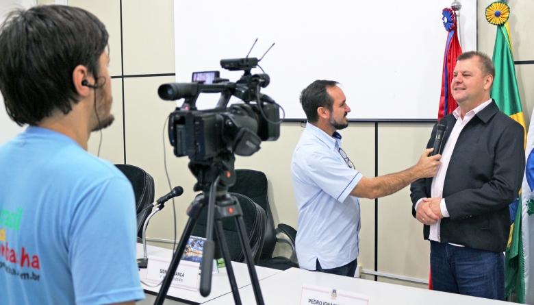 Convidado da vez, 1º secretário da Câmara concede entrevista ao programa do Kiko