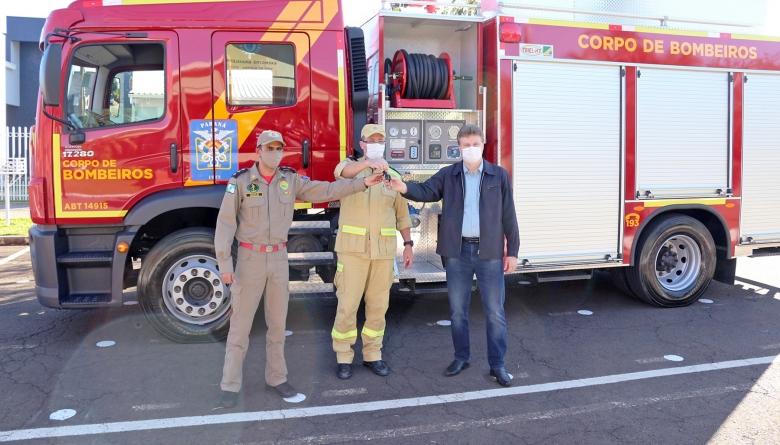 Corpo de Bombeiros de Medianeira recebe dois novos veículos
