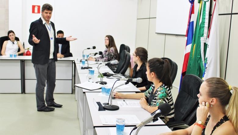 Parlamento Jovem realiza primeira Sessão Ordinária de 2016