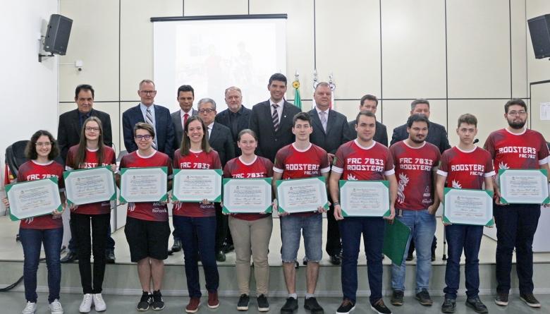 Plenário outorga Votos de Congratulações para equipe de robótica ROOSTERS