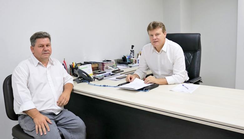 Presidente faz entrega de projetos de crédito adicional ao prefeito Ricardo Endrigo