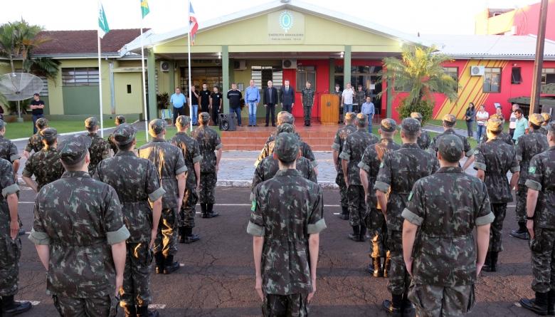 Vereadores acompanham solenidade militar em comemoração ao Dia do Exército