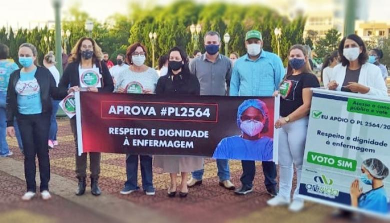 Vereadores participam de manifesto em favor do piso salarial para enfermeiros