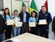 Equipe Campeã Sub 17 de Futsal Feminino de Medianeira é homenageada por Vereadores