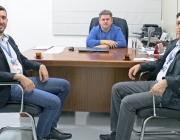 Gerentes da agência da Caixa Econômica Federal  de Medianeira visitam presidência da Câmara