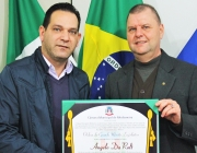 Neto de Ângelo Da'Rolt visita Câmara Municipal de Medianeira