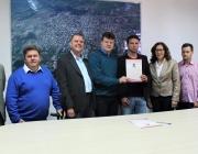 Prefeito assina ordem de serviço para pavimentação em reunião com Administração Pública Municipal