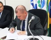 Presidente assina abertura de proc. licitatório para contratação de empresa que reformulará Lei Orgânica