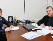 Presidente autografa Lei para novo nome de Paço Municipal Prefeito José Della Pasqua