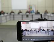 Sessão tem entrega de homenagens e discussão de projeto que propõe regulamentar propaganda com som de rua
