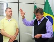 Termo de posse de suplente de vereador é assinado e juramentado na Câmara Municipal